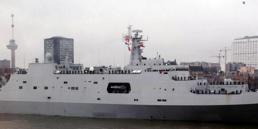 Drie Chinese marineschepen voor anker in Rotterdamse haven