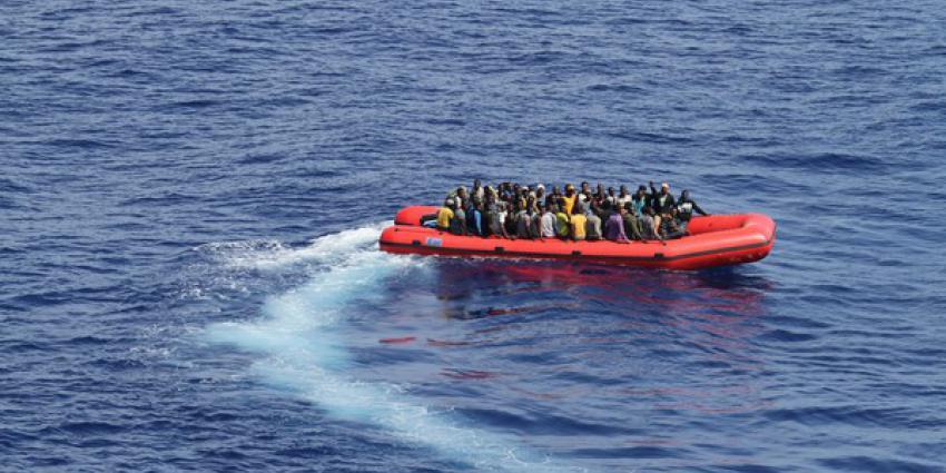 Nederlands Kustwachtvliegtuig vindt boot met migranten