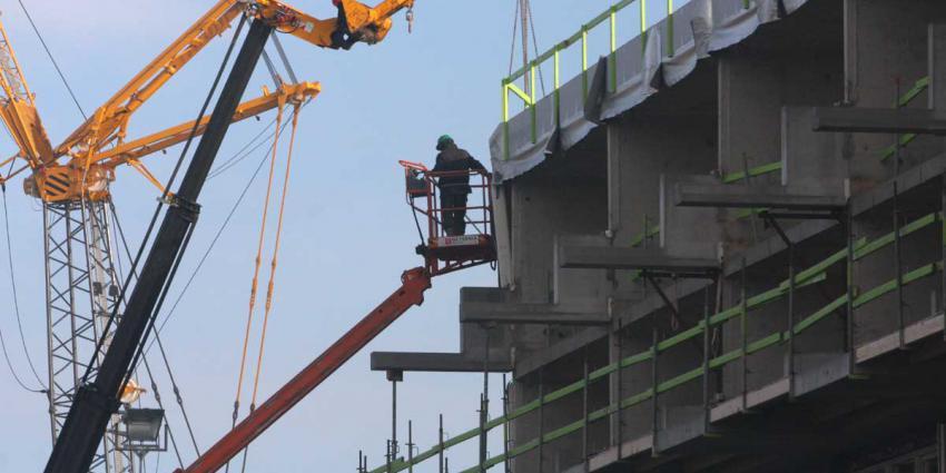 bouw-hijskraan-bouwvakker
