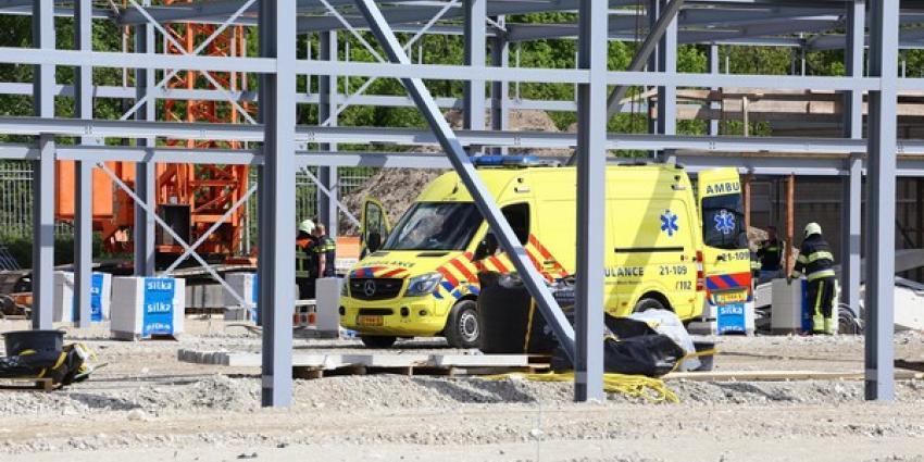 Man bekneld onder betonblok op bouwterrein in Den Bosch