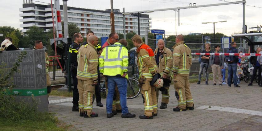 Brandweer rukt uit voor brand in bovenleiding NS station Vlaardingen