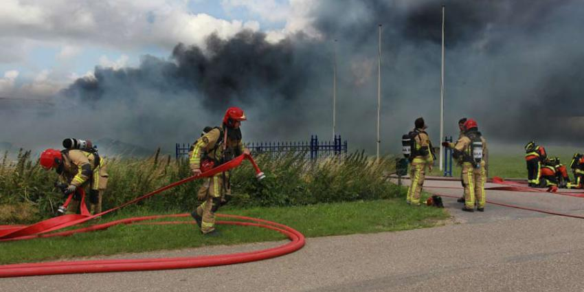 Grote brand bij kweker in de Kwakel