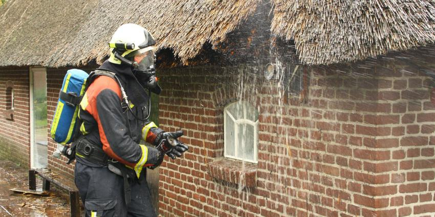 Overbodig brandweerkorps redt boerderij van de ondergang