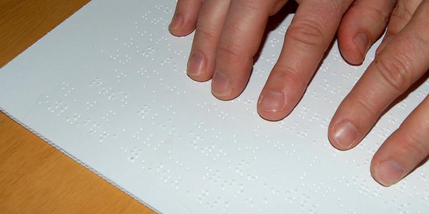 Blinde 'leest' braille