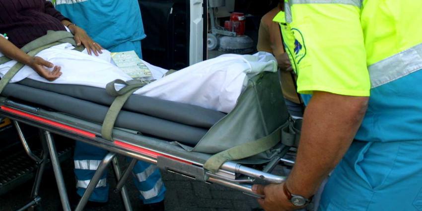 Voetgangster gewond na aanrijding, automobilist rijdt door