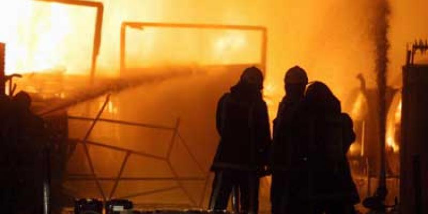 Grote brand bij recyclingbedrijf industrieterrein Moerdijk