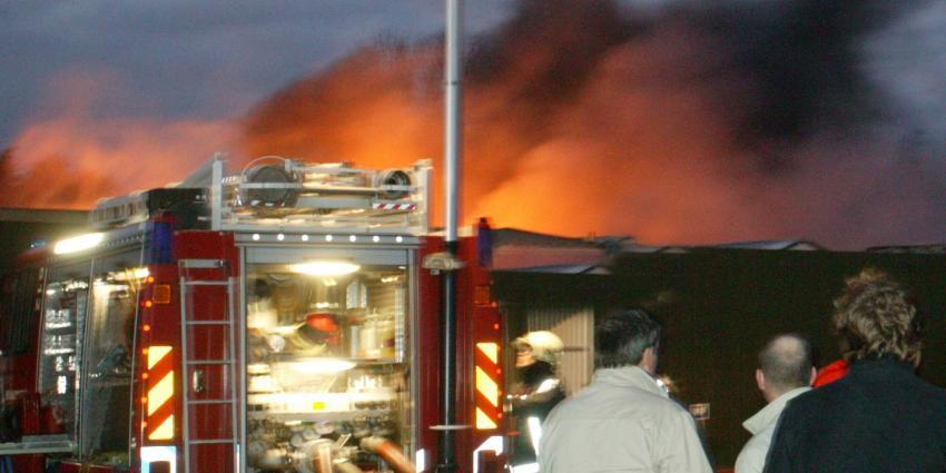 Grote brand autobedrijf in Emmeloord