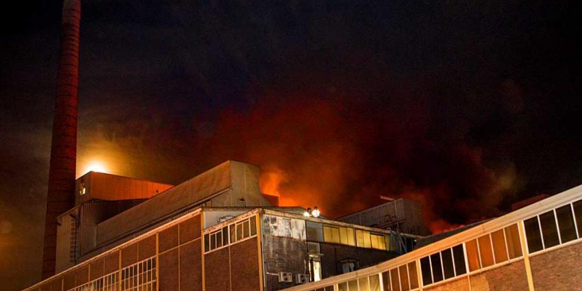 Foto van grote brand glasfabriek Schiedam   Flashphoto   www.flashphoto.nl