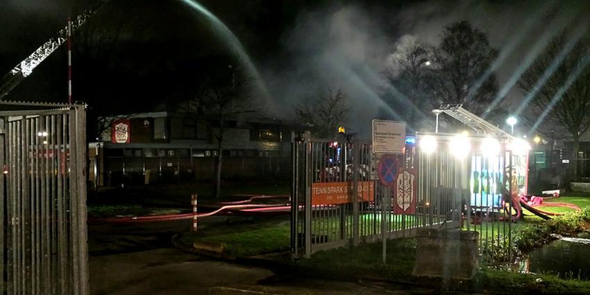 Foto van brand op sportcomplex Strandvliet | Miranda van der Sloot