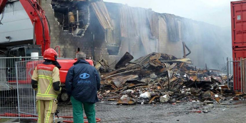 Zeer grote brand in Westelijk Havengebied Amsterdam verwoest loods