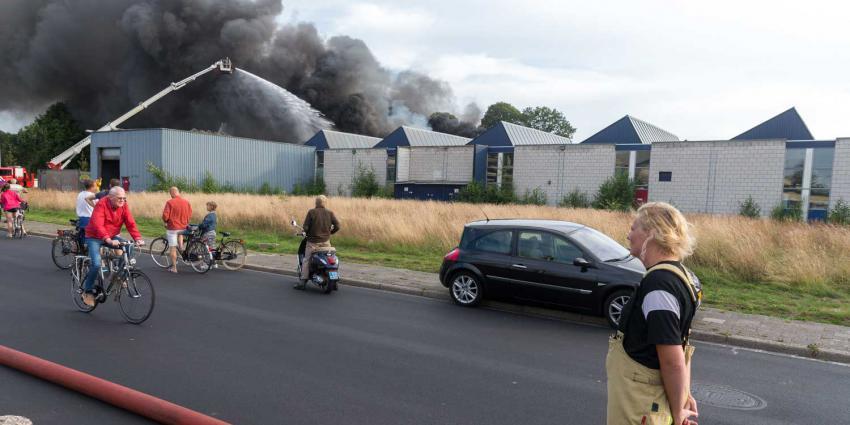 Grote bedrijfsbrand in Drentse Roden