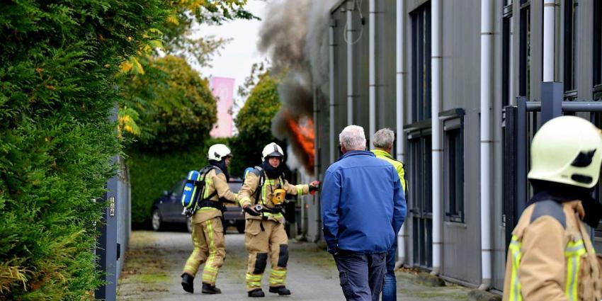 Veel rook bij grote brand bedrijfspand Eelde