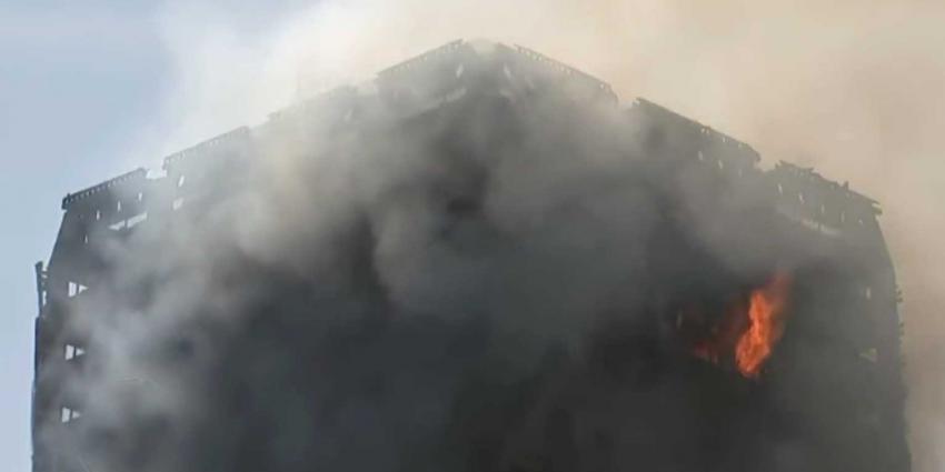 Brandweerlieden Londen gaan brand etage voor etage te lijf