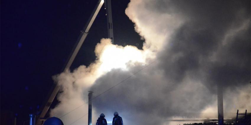 foto van zeer grote brand woonboerderij | DG fotografie | www.denniegaasendam.nl