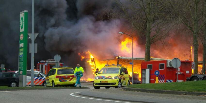 Grote brand legt kringloopwinkel Almere finaal in as