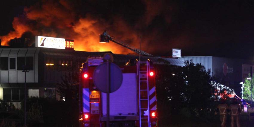 Zeer grote brand op bedrijventerrein De Kwakel