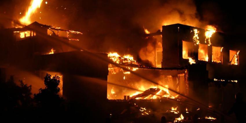 Grote brand verwoest houthandel in Ridderkerk