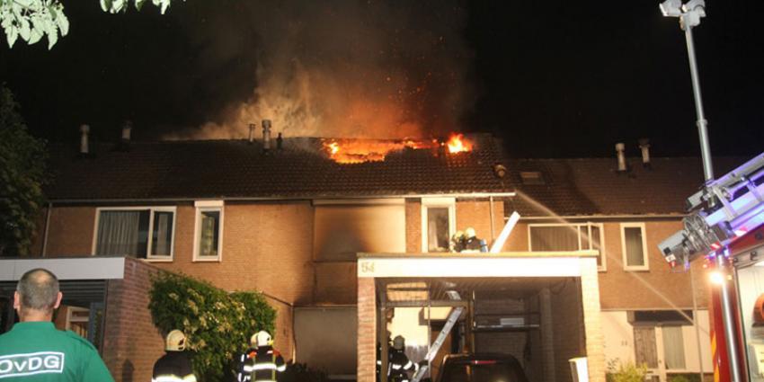 Deel flat ontruimd om uitslaande brand