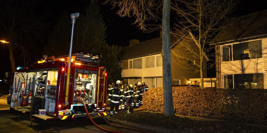 Keukenbrand in holst van de nacht door vaatwasser