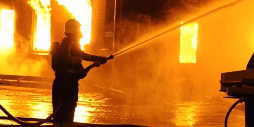 Brand legt taxi- en bergingsbedrijf in Maastricht in as
