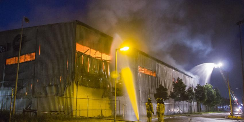 Zeer grote brand bij overslagloods Rotterdam