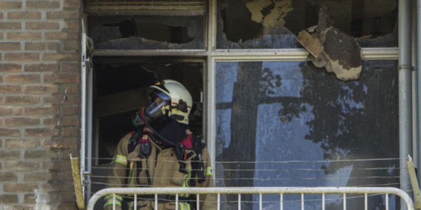 Brandweer haalt bewusteloze man uit zijn woning bij brand