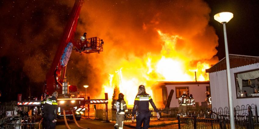 Brand verwoest woonwagen in Vlaardingen