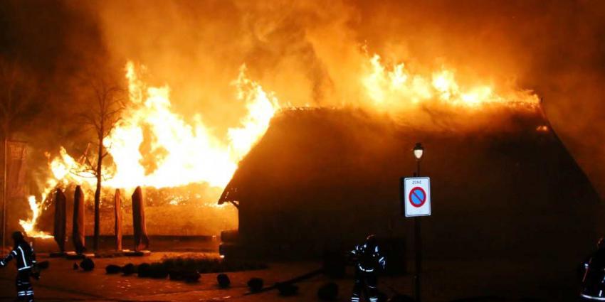 Grote brand veroest boerderij en schuur