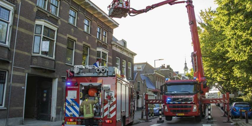 Brandweer blust brandje op balkon in Schiedam