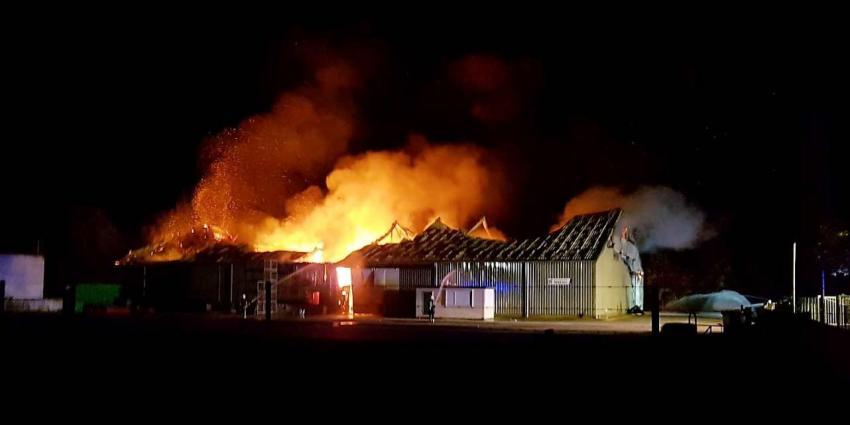Grote brand verwoest landbouwloods in 1e Exloërmond