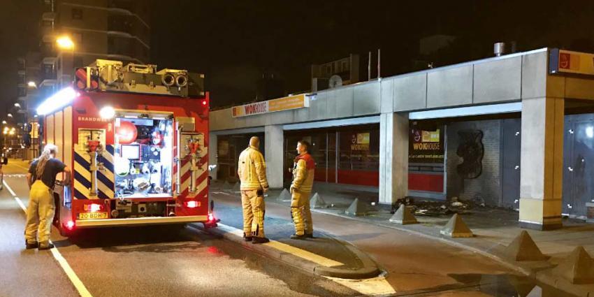 Reclamebord wokhouse in brand in Vlaardingen
