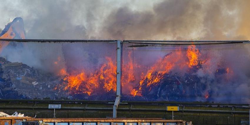Flinke brand bij afvalverwerker Baetsen Recycling in Son en Breugel