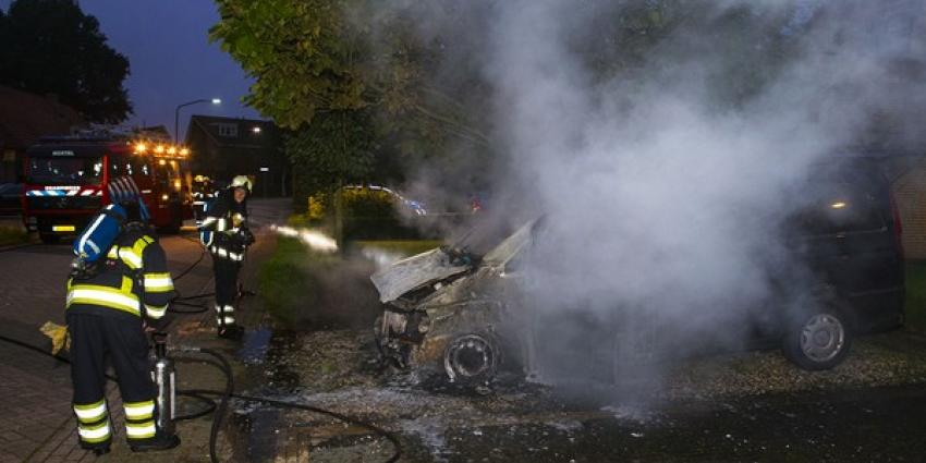 Bestelbus uitgebrand op oprit van woning in Boxtel