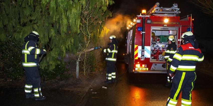 Brandend struikgewas in Boxtel snel door brandweer gedoofd