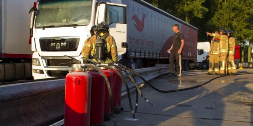 Brand in vrachtwagen bij BP A20