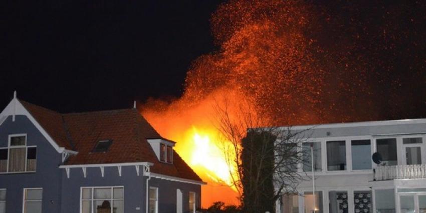 Felle uitslaande brand verwoest loods autosloperij Kiel-Windeweer