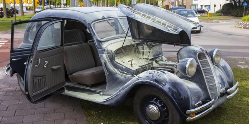 Klassieke BMW uit 1939 vat vlam in Oirschot
