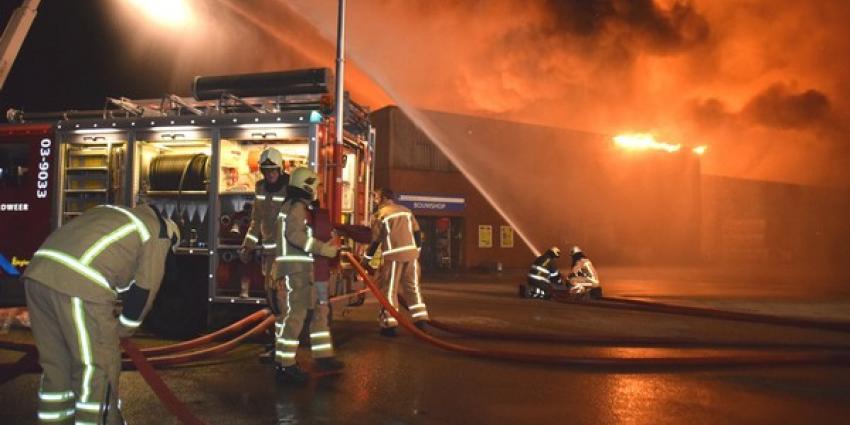 Grote brand bij bouwmarkt Meppel