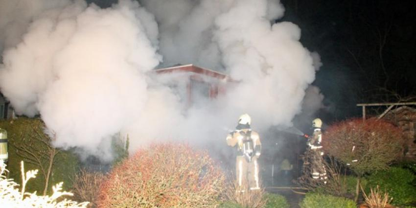 Brand legt chalet in Spier in de as