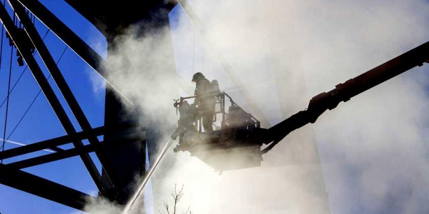 Flinke brand op ponton in Schiedam