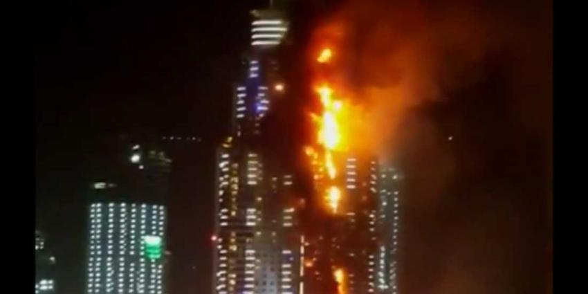 Zeer grote brand in groot hotel Dubai