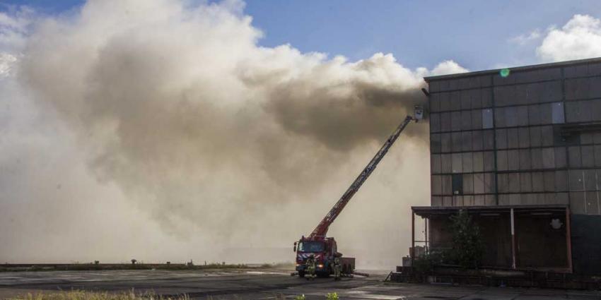 Grote brand in scheepsloods Rotterdam