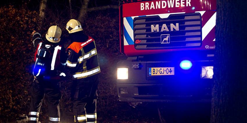 Foto van brandweer in donker | Archief Sander van Gils | www.persburosandervangils.nl