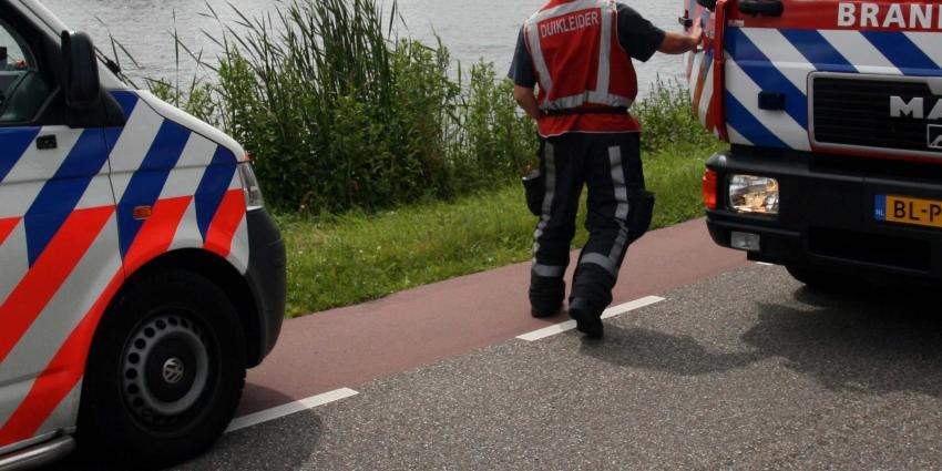 Kano met vijf mensen slaat om op Nederrijn, twee vermisten