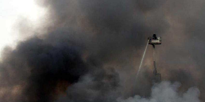 Zeer grote brand in Westelijk Havengebied van Amsterdam