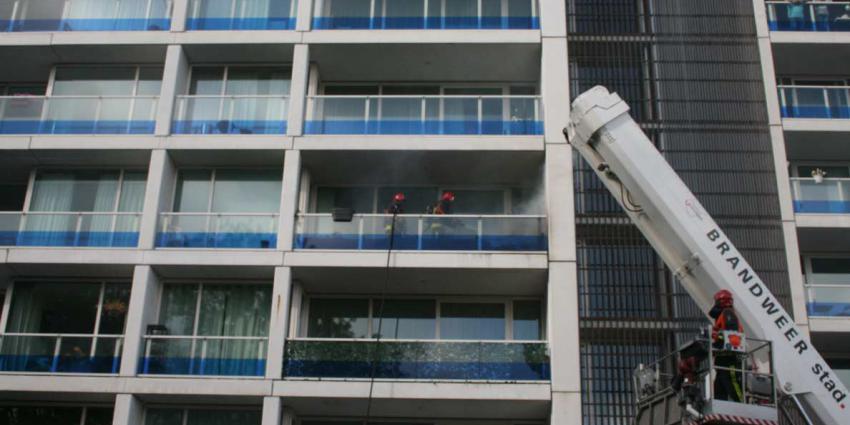 Bankje in brand op balkon flat Groningen