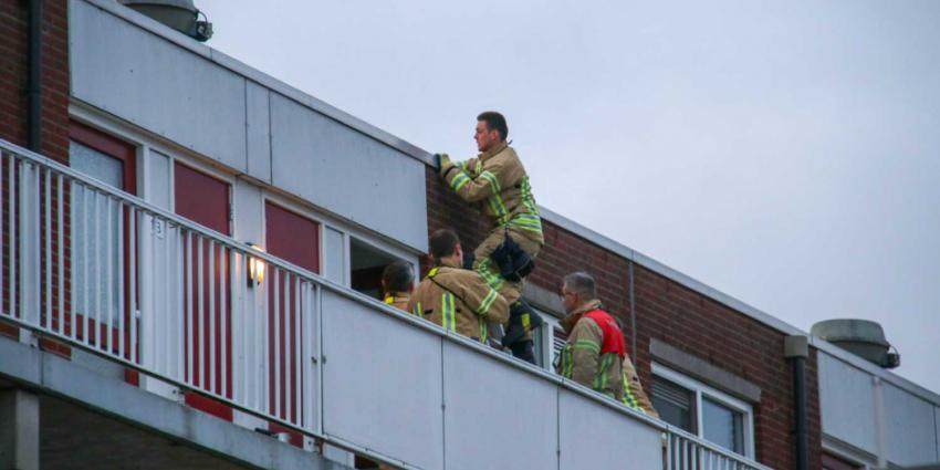 Brandweer redt vrouw van balkon