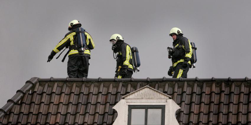 Foto van brandweermannen op dak | Archief EHF