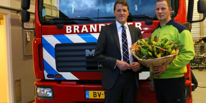 Brandweerman in het zonnetje gezet na redden automobilist