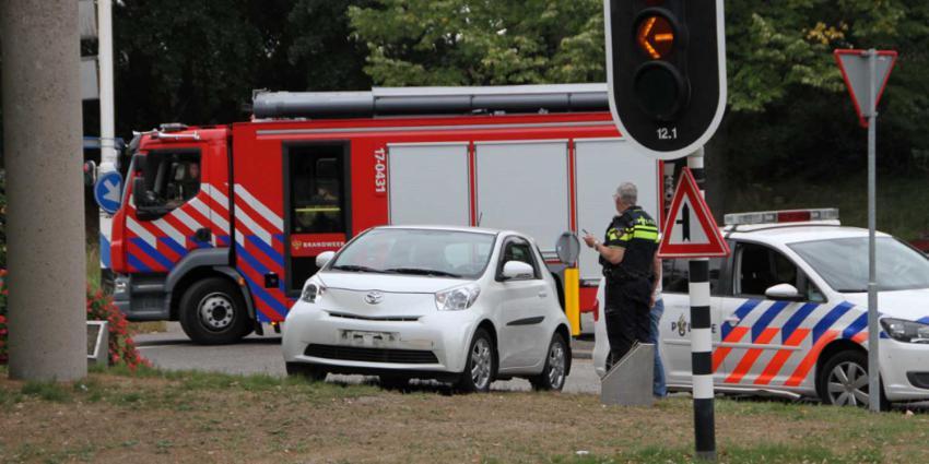 Auto botst tegen brandweerwagen met spoed